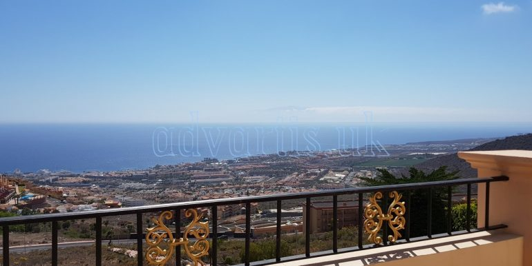 Luxury independent 5-bedroom villa for sale in Torviscas Alto, Costa Adeje, Tenerife