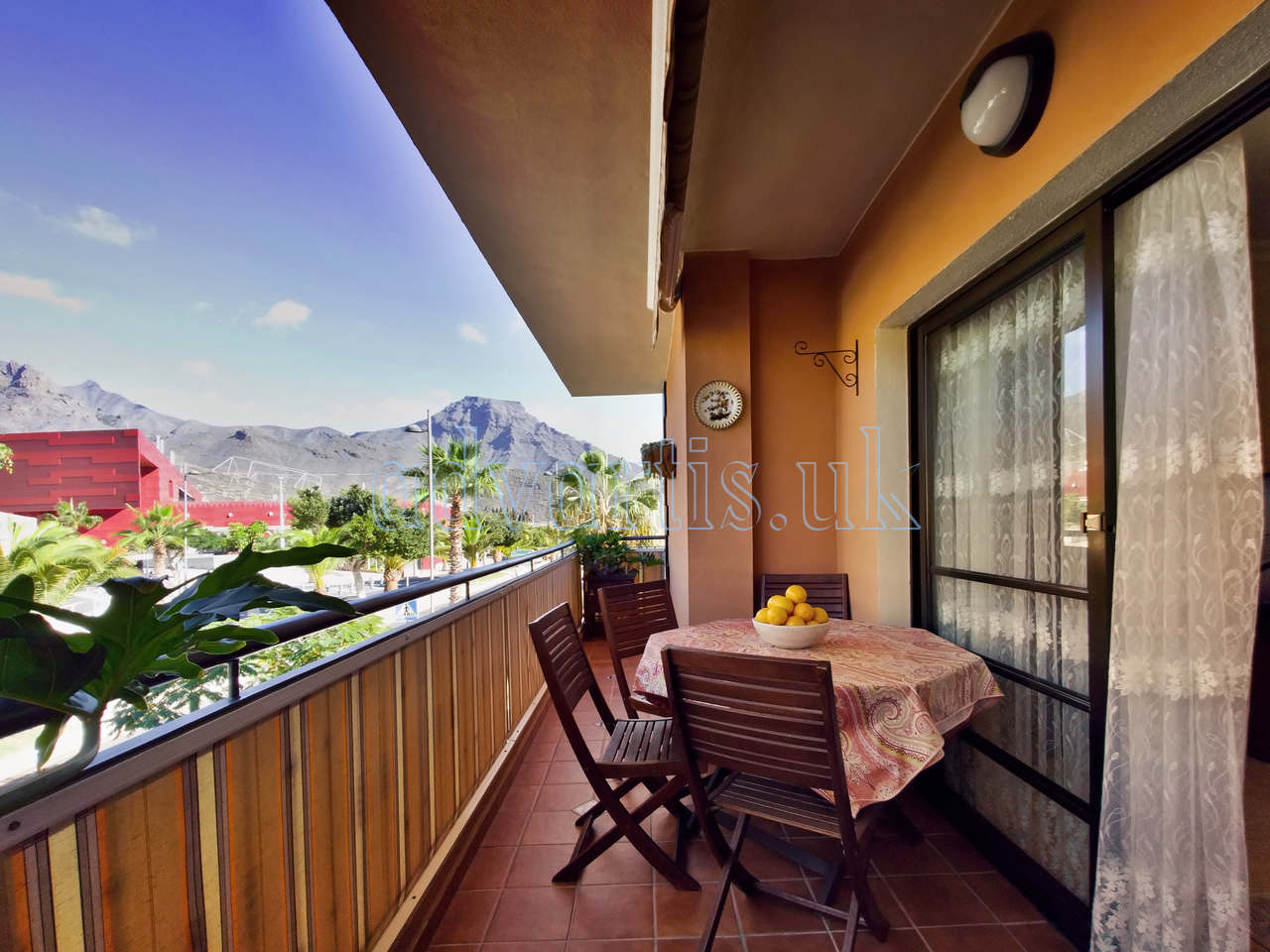 2 bedroom apartment for sale in Adeje, Tenerife €250.000