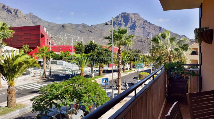 Beautiful apartment with 2 bedrooms for sale in El Galeon, Adeje, Tenerife. Complex has a pool for adults and another for children.