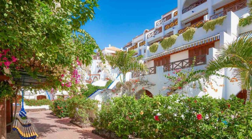 Oceanfront duplex apartment for sale in the well known complex Parque Santiago III in Las Americas, Tenerife, just in front of the Ocean.