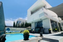 Beautiful modern villa for sale in Jardines Colgantes in Chayofa, Tenerife